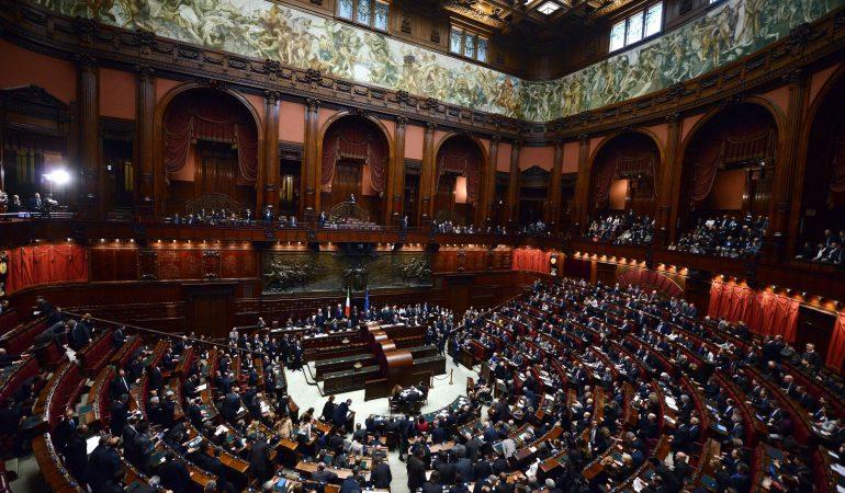 Quanto e come cambia l 39 italia con la riduzione del numero for Parlamentari numero